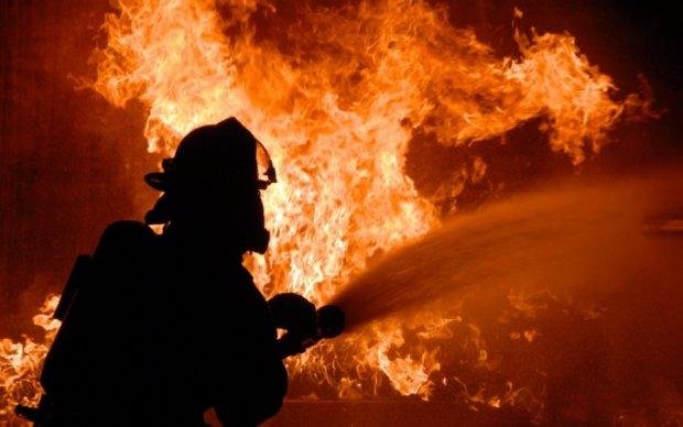 В Киеве вспыхнул масштабный пожар