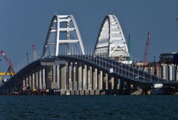 Кримський міст пекельно просідає: блогер показала масштаби катастрофи