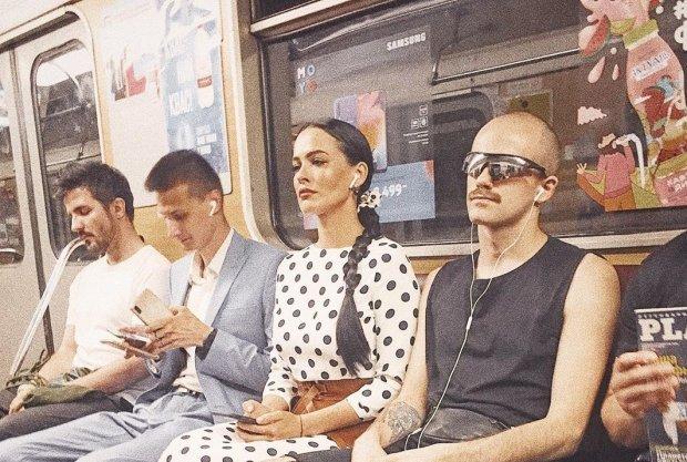 Астаф'єва звабила київський метрополітен сукнею в горошок: аж у піт кидає, фото