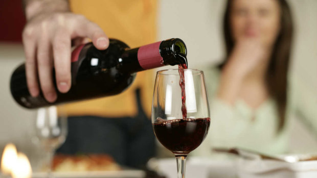 """Медики назвали нову """"безпечну"""" дозу алкоголю"""