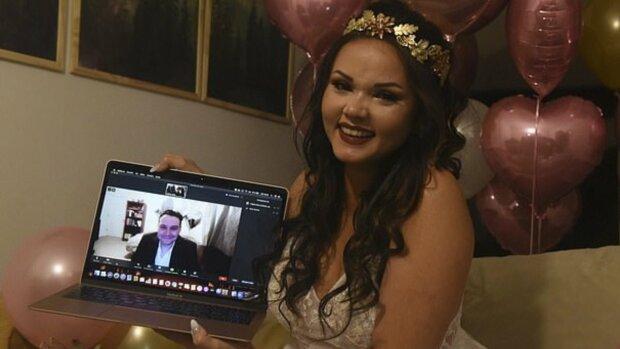 Пара отпраздновала романтическую свадьбу в Zoom из-за пандемии - счастливые и влюбленные