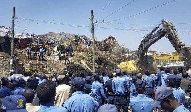 Два десятка жителей Эфиопии похоронило под кучей мусора