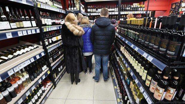 """Статистика """"алкогольных"""" расходов: сколько украинцы пропивают в месяц"""