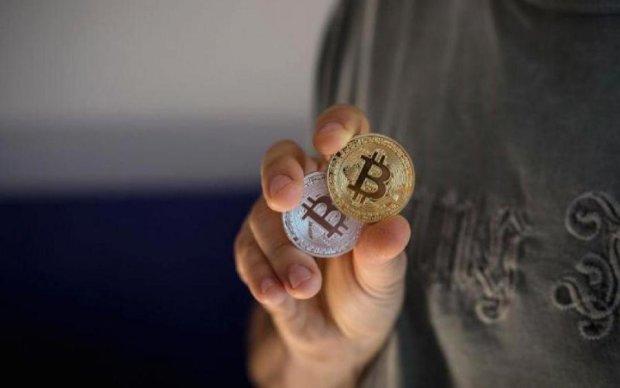 Творець популярної кріптовалюти продав всі свої монети