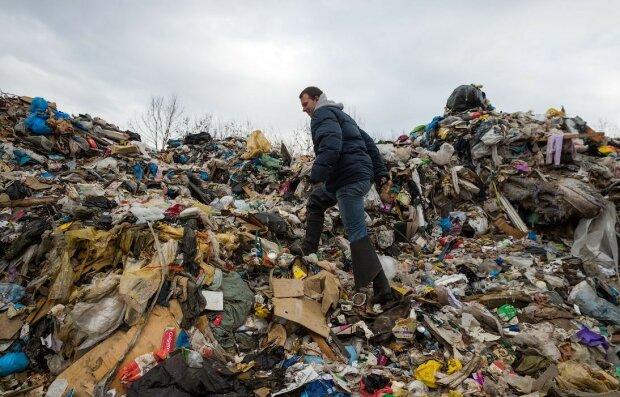 Народила - і на смітник: у Дніпрі тіло немовляти виявили серед пляшок, вбивцю шукає все місто
