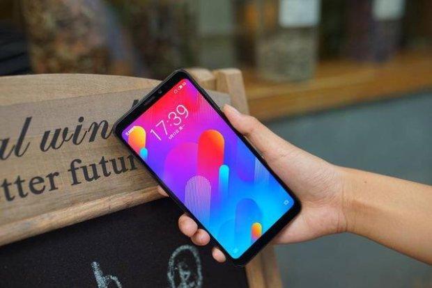 Meizu V8: супербюджетный смартфон появился на прилавках