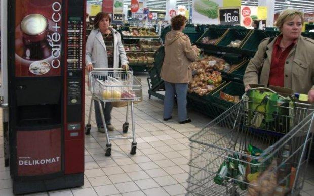 Голая и с сигаретой: россиянка распугала покупателей супермаркета