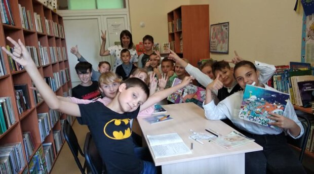 Наталья Кідалова с учениками, фото: osvitoria