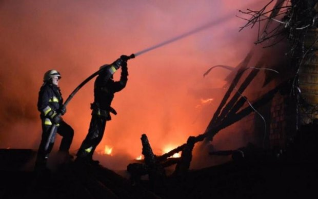 Популярный днепровский ресторан сгорел дотла: кадры с места