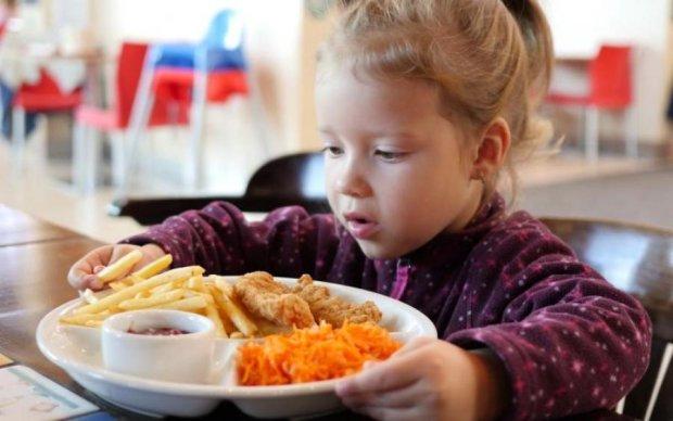 Навантаження на нирки та серце: скільки солі можна вживати дитині
