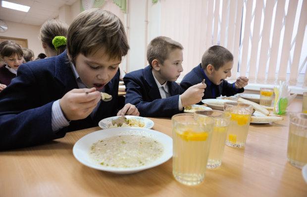 Київських школярів нагодували жахливими створіннями: після такого апетит зникне надовго