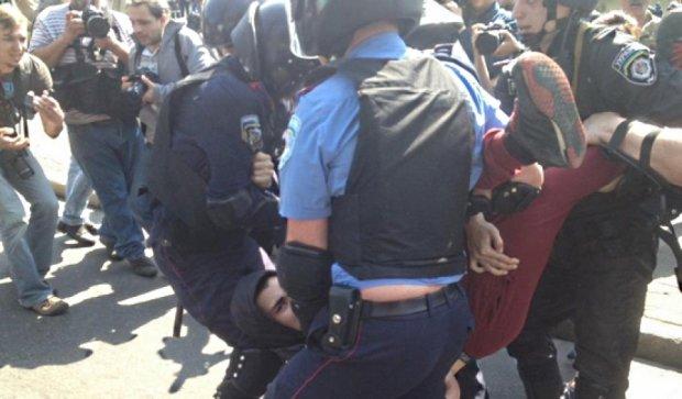 Милиция задержала людей в масках на столичном митинге коммунистов