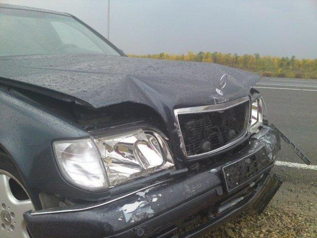 """""""ДТП в самой бедной стране Европы"""": в Киеве пять Mercedes-Benz премиум-класса угодили в массовую аварию"""