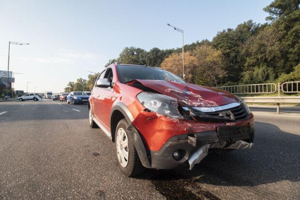 Страшна аварія під Києвом паралізувала рух, бідні люди: подробиці і кадри 18+