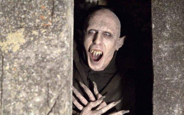 Нахабні вампіри виселяють українців з квартир: відео