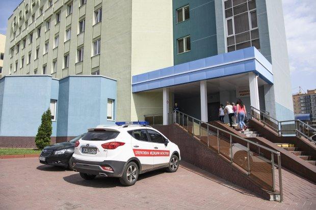 Львів'ян косить десятками: повечеряли - і на лікарняне ліжко