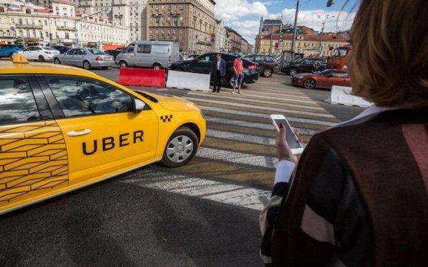 Uber знову виділився: здичавілий таксист напав на клієнтку