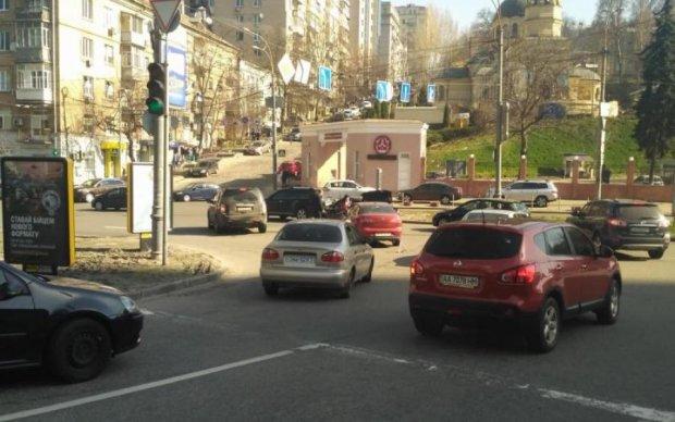 Снял номера и удрал: украинцам показали мажора, который на Hummer сбил ребенка