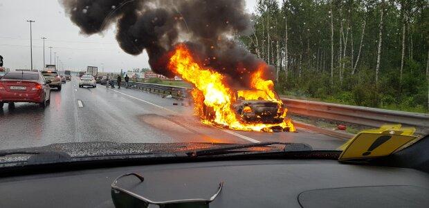 В Запорожье подожгли машину главы Нацполиции, элитный Lexus превратился в кучку пепла: видео покушения