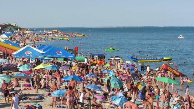 Пляж усіяний тілами: улюблений курорт українців атакували з моря, люди тікають сотнями