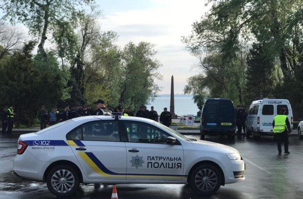 """В Одессе накрыли лавочку местного """"алхимика"""": кормил наркотиками вместо ужина"""