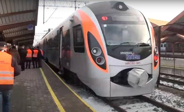 поезд, скриншот из видео