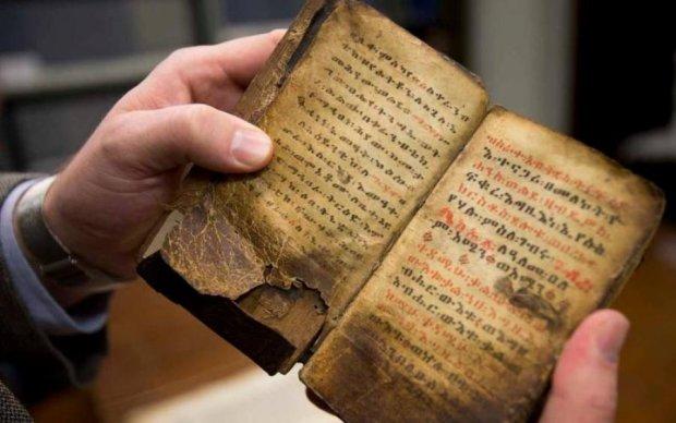 Таємниця людства: вчені безуспішно б'ються над розгадкою стародавніх манускриптів