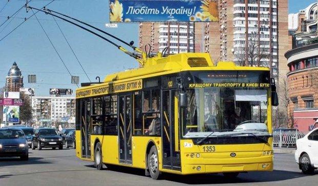 Киевский троллейбус положил в больницу пенсионерку