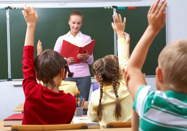 Скандал с учителем-тираном набирает обороты: избивала и заставляла раздеваться перед классом
