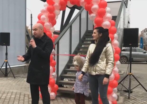 """В Тернополе открыли пешеходный мост, который ждали годами: """"Лед тронулся"""""""