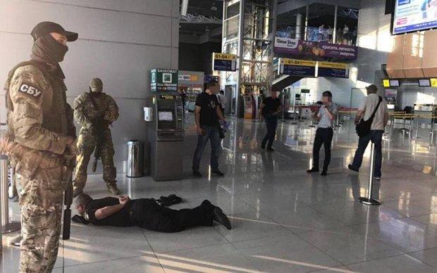 Харьковские копы наживались на иностранцах в аэропорту