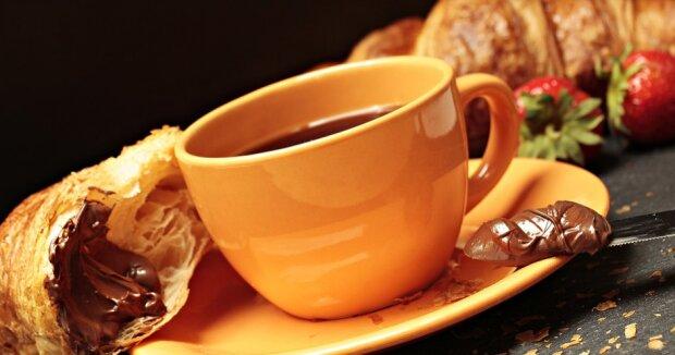 Кофе, круассан, домашняя Нутелла - фото pixabay