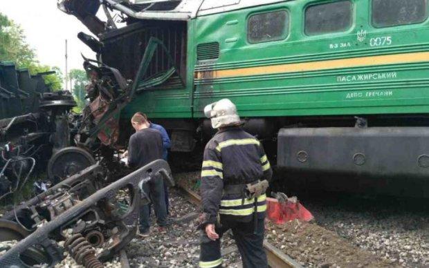 На Хмельнитчине столкнулись два поезда: пострадали дети