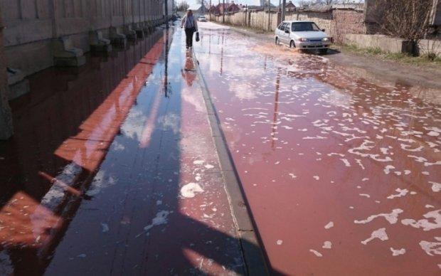 Под Липецком улицы города затопило Pepsi, расхлебывать придется спасателям