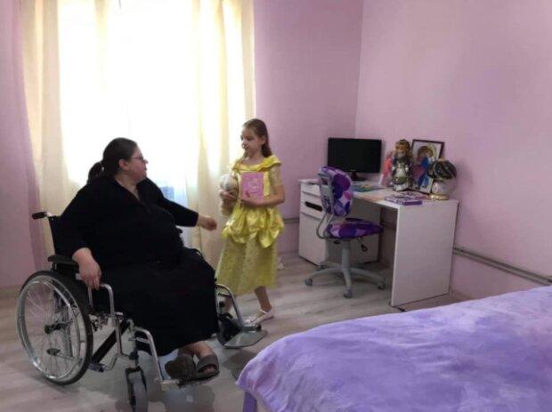 """9-річна українка роками доглядала за паралізованими мамою та бабусею, сльози навертаються: """"Я не могла здатися"""""""