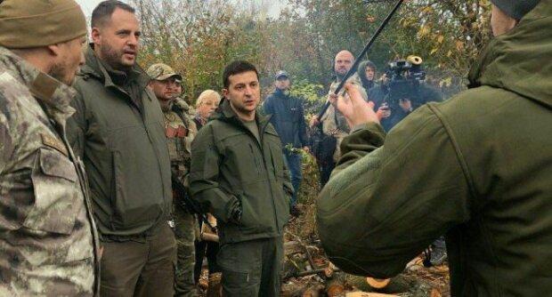"""Зеленський в Золотому не стримав емоцій: """"Я ж не л*х. Я сказав, зброю прибери..."""", відео"""