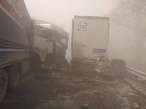 Під Києвом піщана буря спровокувала страшну аварію - місиво з машин і загиблих людей, дуже болючі кадри