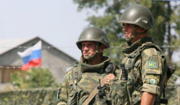 Російські військові контролюють кордон на Донбасі
