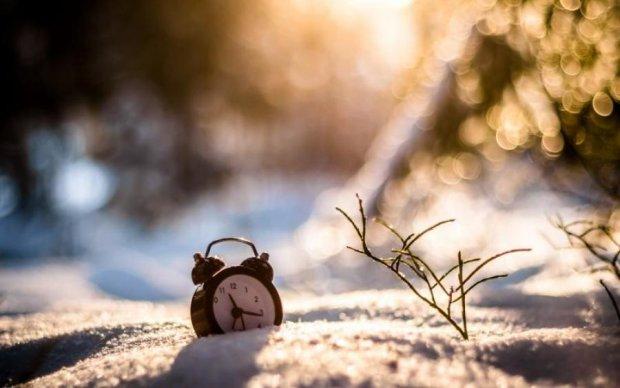 Переводимо годинник: Україна перейшла на літній час