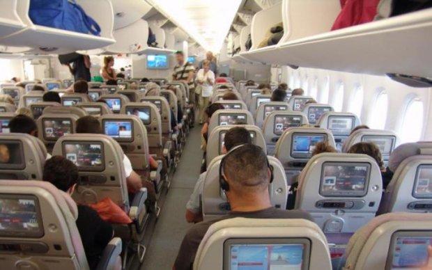 Нудист Панін не зміг стриматися навіть у літаку: фото