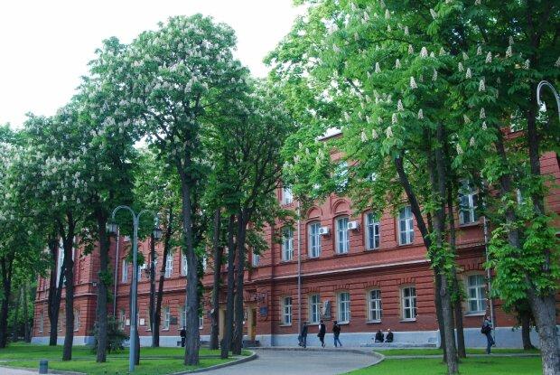 Гуртожиток через суд: харківський виш з боєм повернув студентам дах над головою