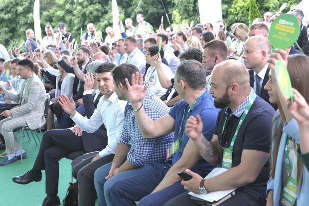 """Партия """"Слуга народа"""" показали полный список кандидатов в депутаты: 201 человек"""