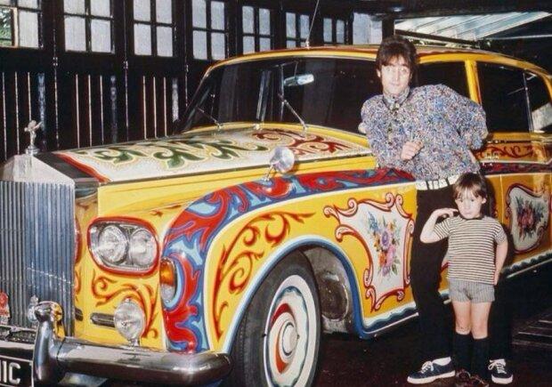 Джон Леннон позирует с сыном Джулианом, фото: mixnews.lv