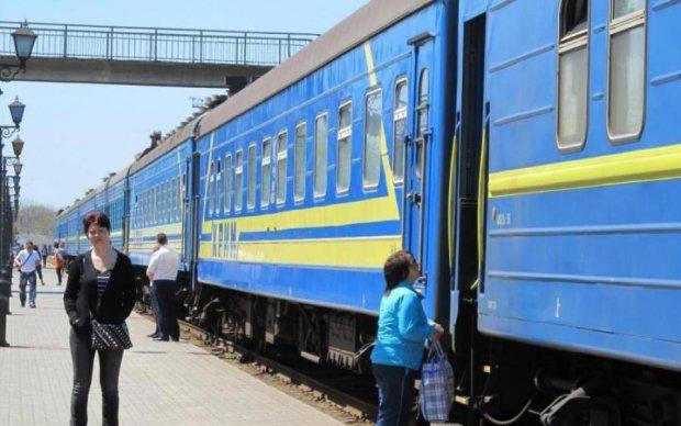 """""""Басейн"""" в поїздах Укрзалізниці викликав резонанс в мережі"""