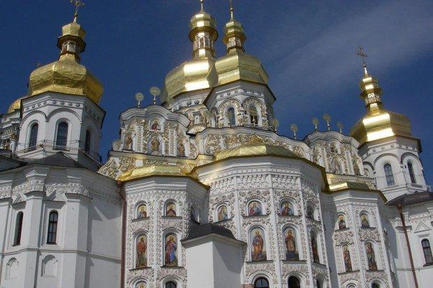 Українці продемонстрували своє ставлення до московських попів і масово перейшли у ПЦУ: Раша, гудбай