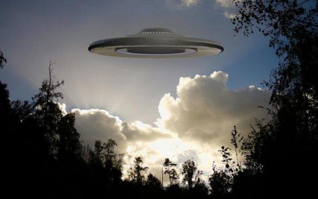 Инопланетяне или агенты Путина? Троещину атакует загадочный объект