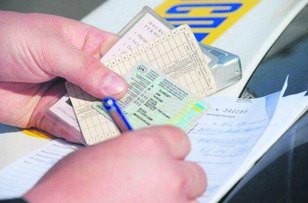 """Кабмин запускает """"Государство в смартфоне"""": водительские права, техпаспорт и другие услуги можно получить онлайн"""