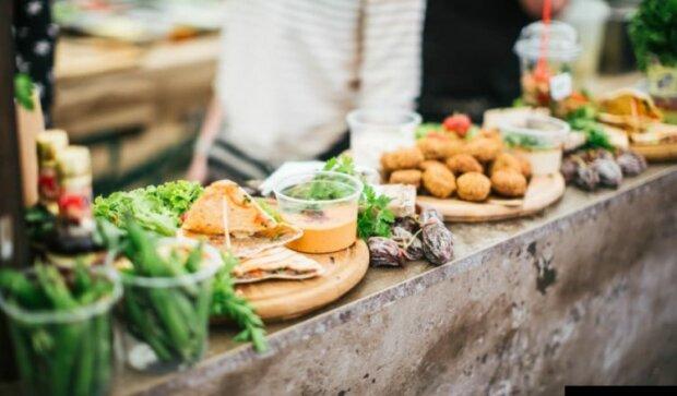 """Смаколики від Євгена Клопотенка: франківчан нагодують стравами від шефа, коли """"готувати ложки"""""""