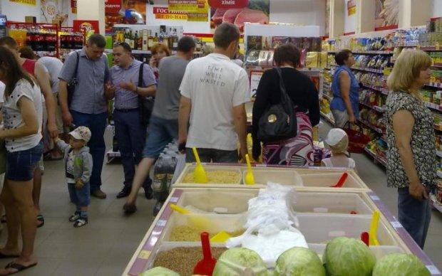 """""""Черги по 4 години"""": київський супермаркет знущається з покупців, це перейшло всі межі, фото"""