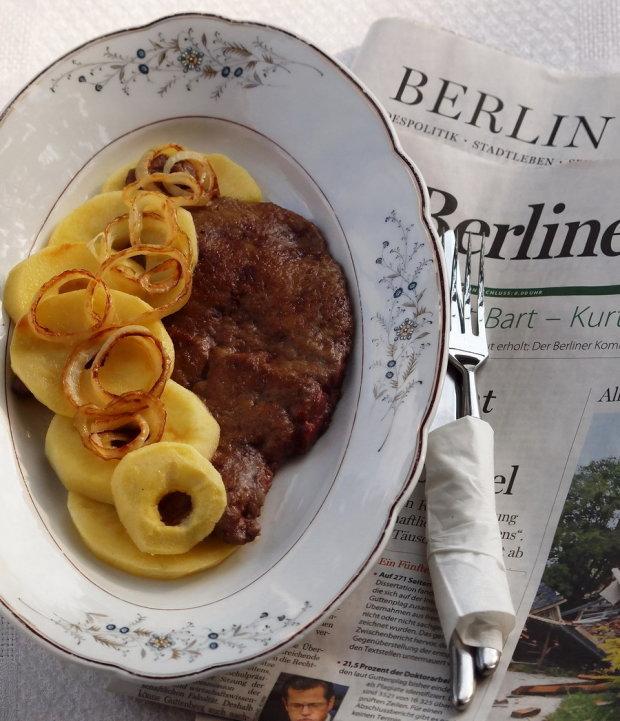 Печінка по‑берлінськи з яблуками: смачний покроковий рецепт